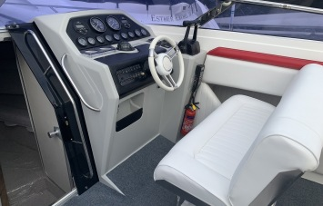 Sunseeker Mohawk 29 Helm Station 1