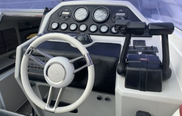 Sunseeker Mohawk 29 Helm Station 3