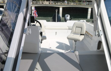 Piscator 580 for Sale Hatch Window
