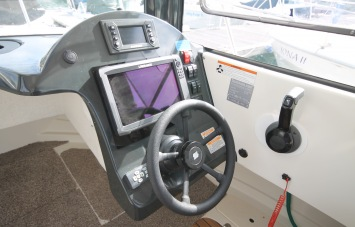 Quicksilver 605 PilotHouse for Sale in Devon - Helm Station