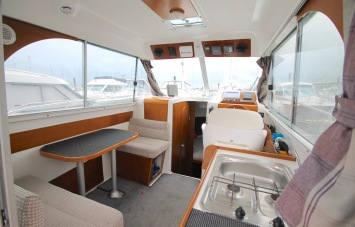 Beneteau Antares 760 for Sale Saloon