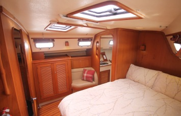 Island Packet 420 Master Cabin