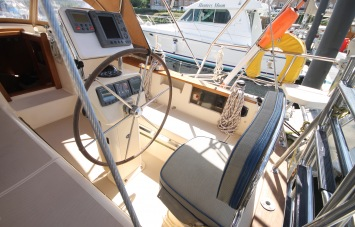 Island Packet 420 Helm Station
