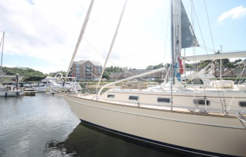 Island Packet 420 Exterior